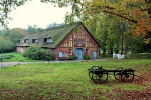 farmhouse-2853047_640